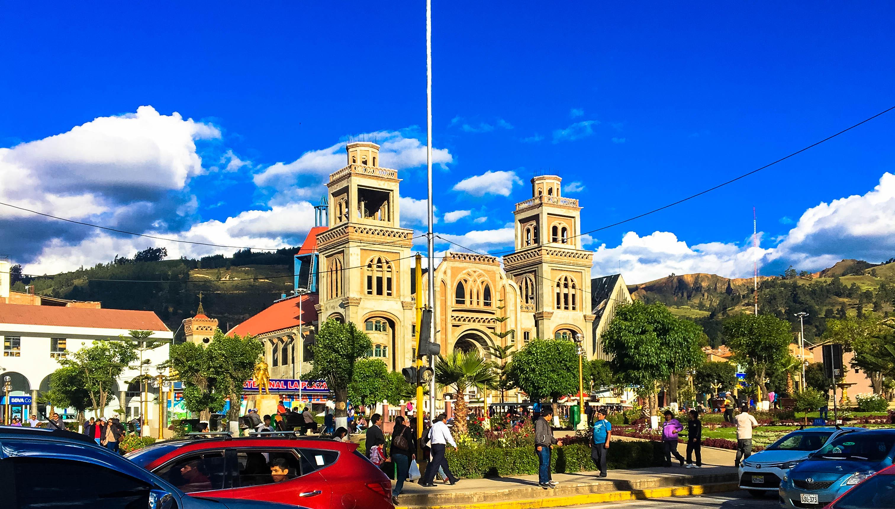 huaraz plaza.jpg